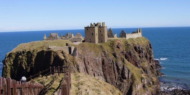 ruins of donnottar castle feature