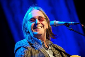 Dougie MacLean will perform in Edinburgh's Grassmarket on St Andrew's Day