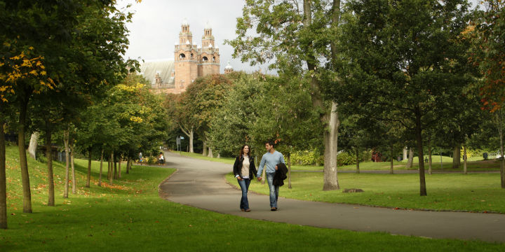 Couple walking in Kelvingrove Park