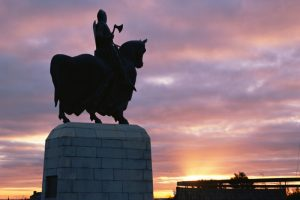 Robert the Bruce bronze statue at Bannockburn