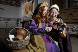 Queen Mary of Guise and her daughter, Mary Queen of Scots at Stirling Castle © Historic Scotland