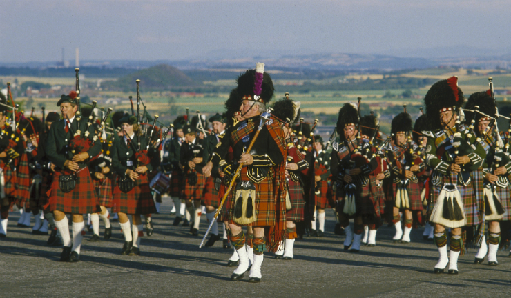 Watch a magnificient huge-scale pipe band march at Pipefest