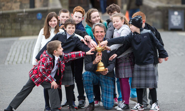Alan Hansen with ClubGolf members from Prestonfield Golf Club at Edinburgh Castle