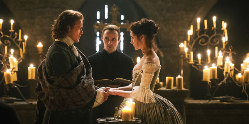 Claire (Catriona Balfe) and Jamie (Sam heughan) at Glencorse Old Kirk © Sony Pictures Television