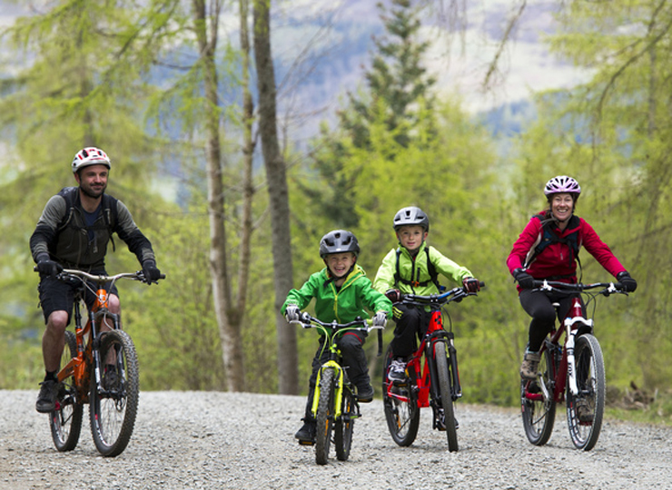 A family go mountain biking in Glentress Forest.