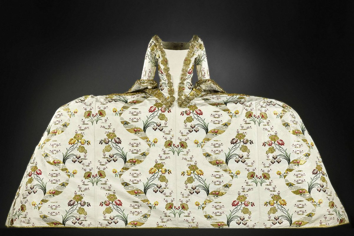 Court mantua dress © NMS