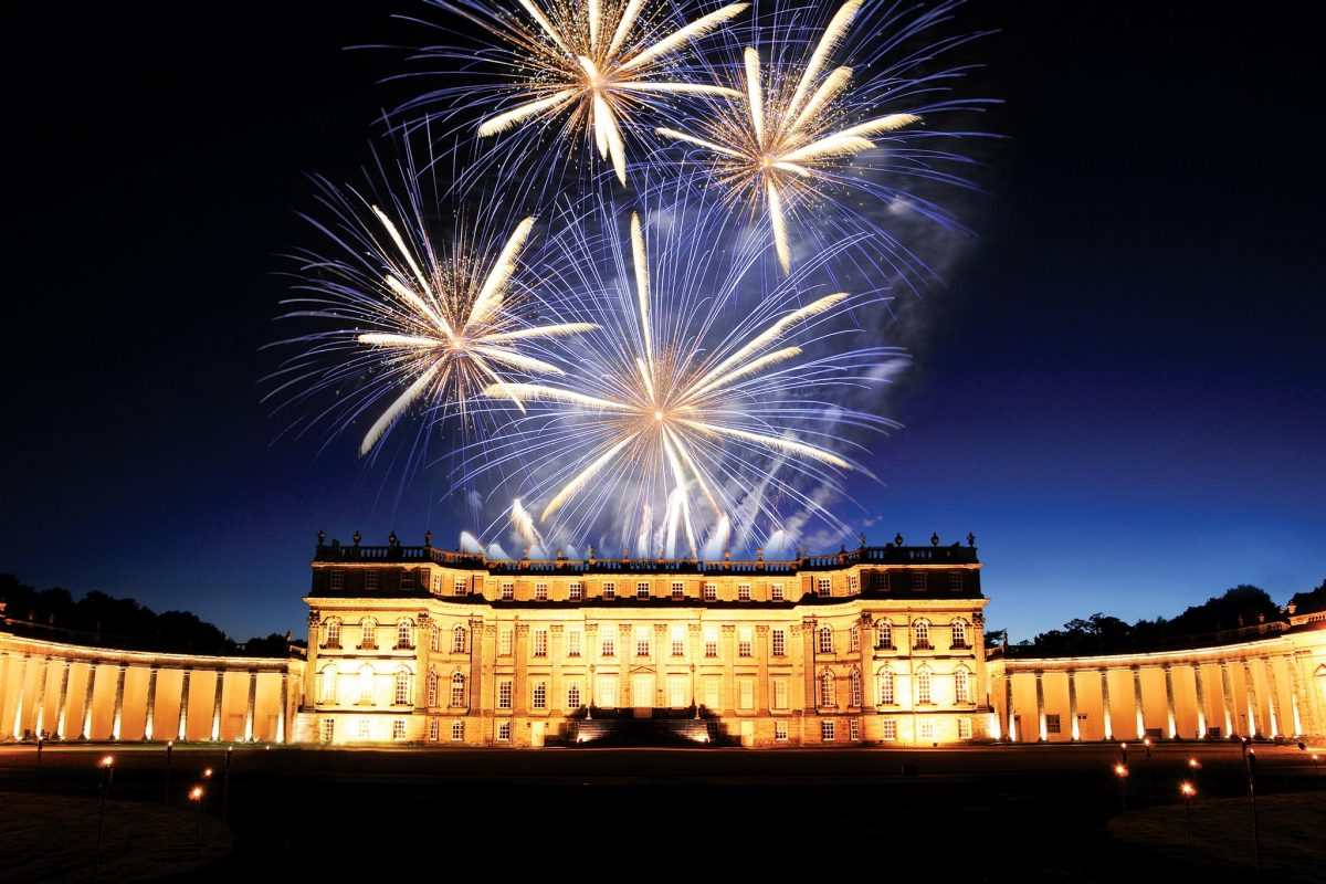 Fireworks over Hopetoun House near Edinburgh © Hopetoun House