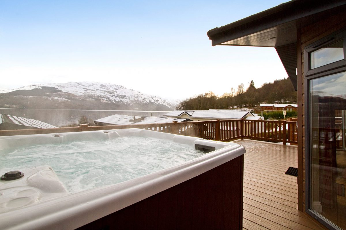 Les Lomond Royal Lodges donnant sur le Loch Lomond © Argyll Holidays