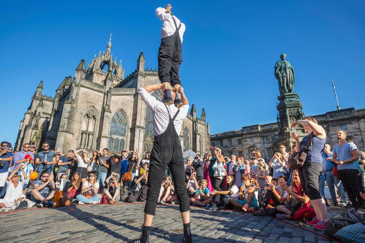 Performers outside St Giles Cathedral on the Royal Mile