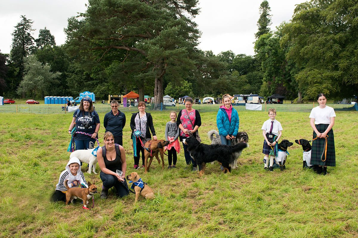 dogs-and-their-owners-at-dogs-day-out-glamis-castle