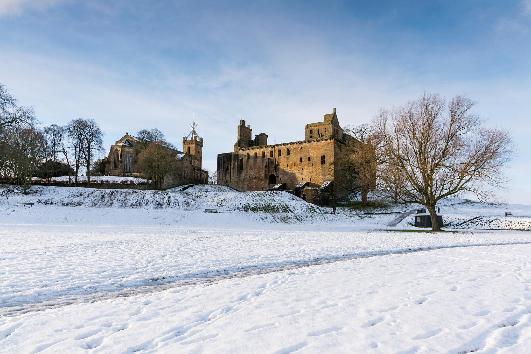 Linlithgow Palace and St Michael's Parish Church