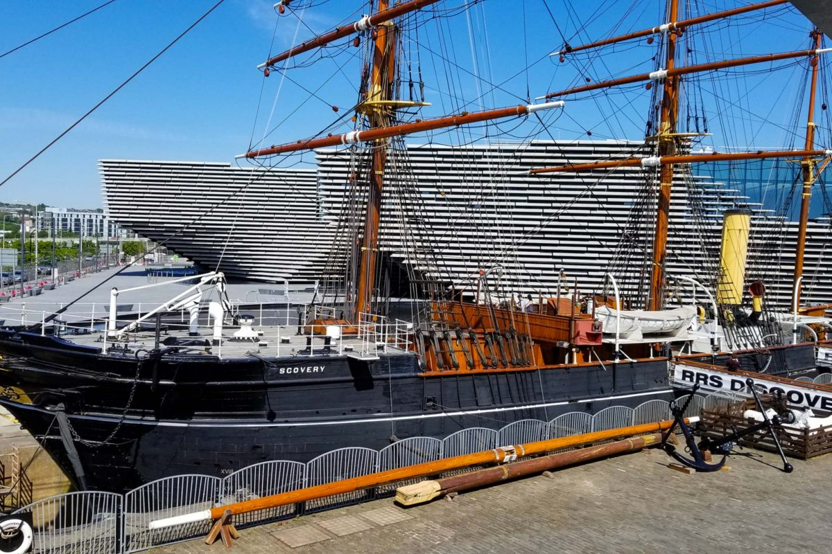 The RRS Discovery with the new V&A Dundee Museum behind