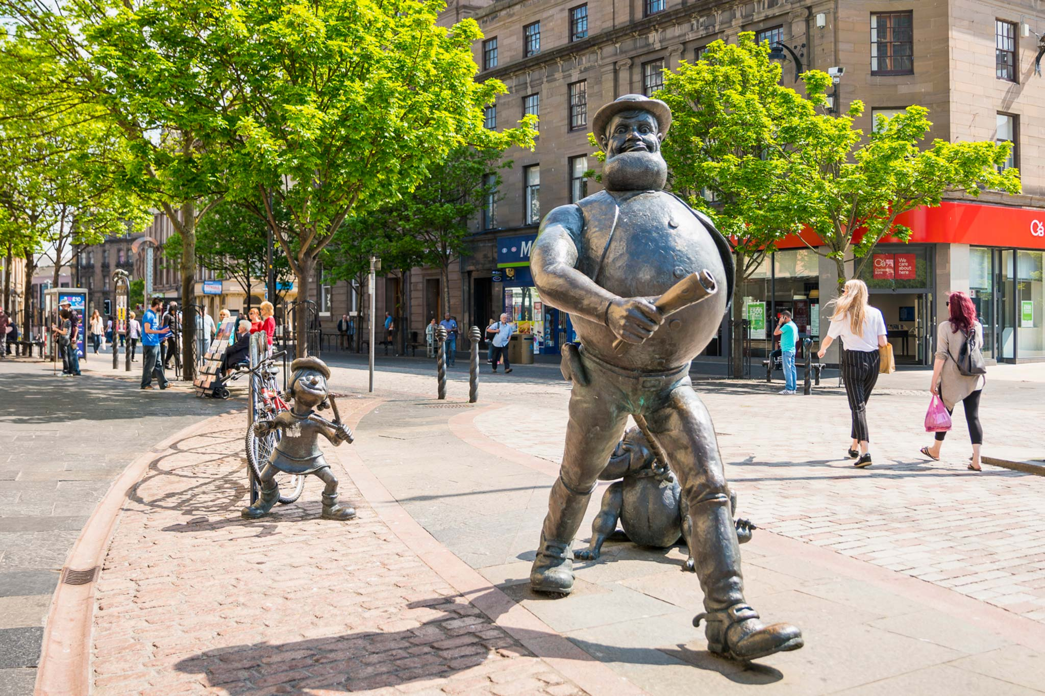 Statues of Dandy character, Desperate Dan and the Beano favourite, Minnie the Minx. In Dundee city centre.