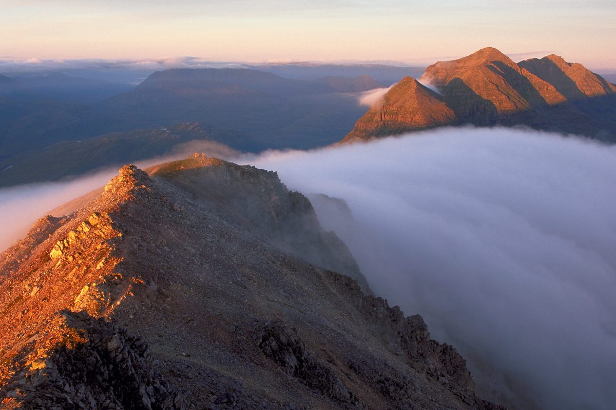 Inversion nuageuse spectaculaire sur Beinn Eighe, Wester Ross, Highlands