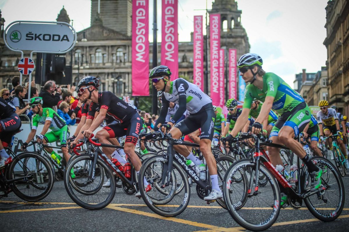 The Tour of Britain sweeps through Glasgow's George Square