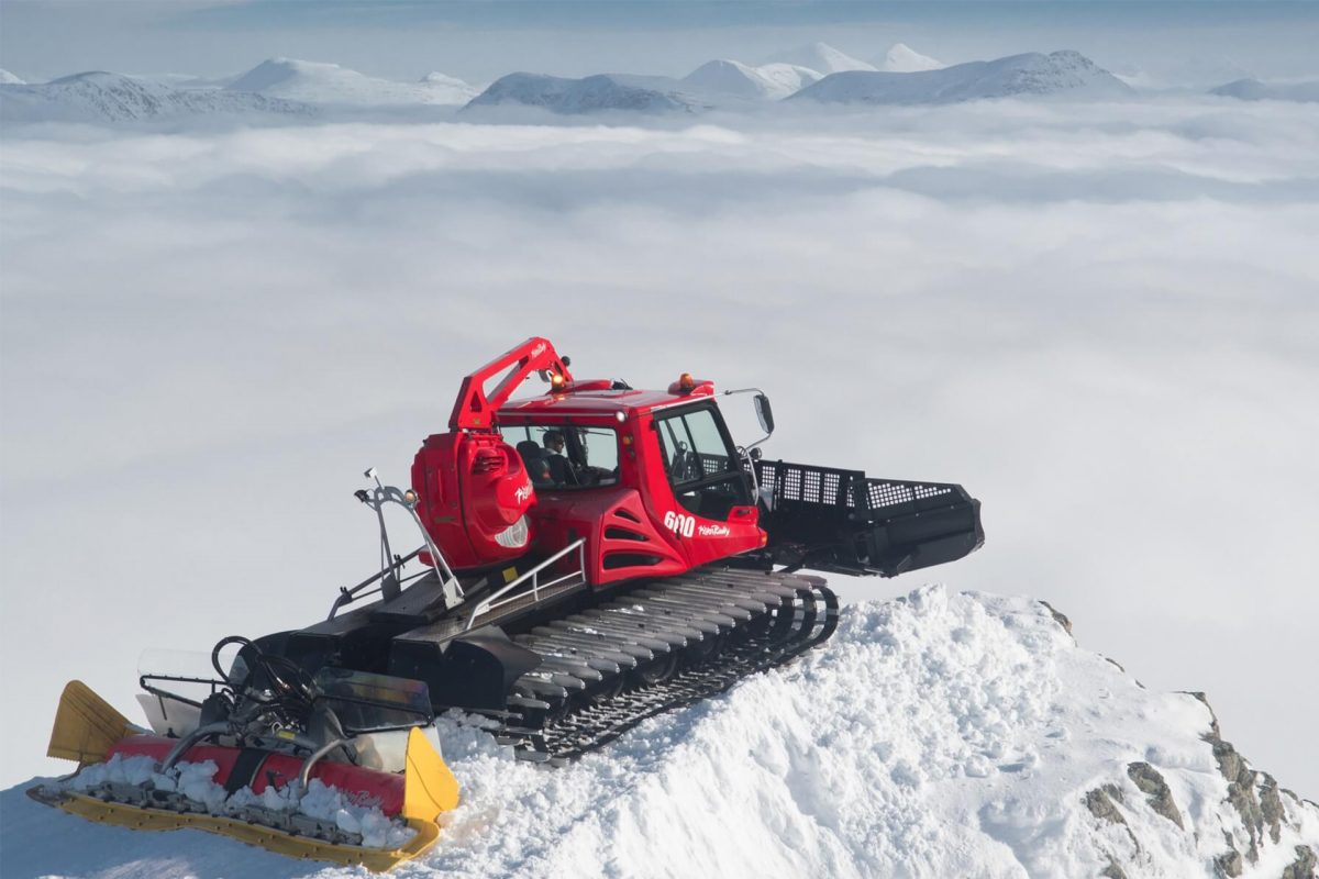 A snow groomer at Glencoe Mountain
