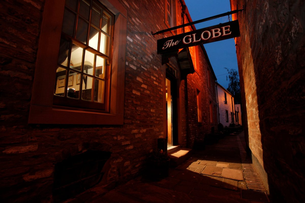The globe inn - frequented by the poet Robert Burns on the high street, Dumfries, Dumfries and Galloway.