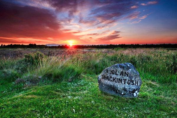 The Clan Mackintosh headstone on Culloden Battlefield, with a beautiful sunset in the background