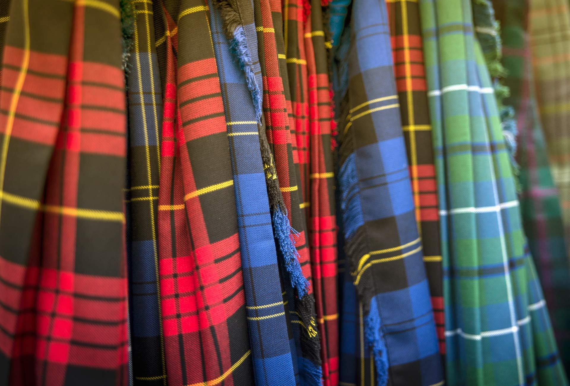 how to wear a tartan kilt