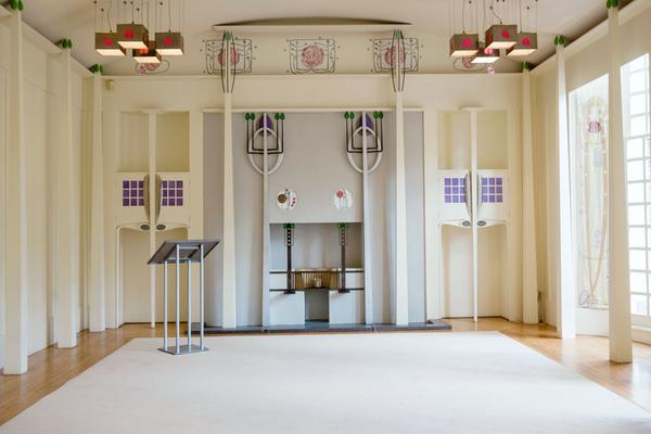 Open haard in de muziekkamer van de door Charles Rennie Mackintosh ontworpen House for an Art Lover, Bellahouston Park