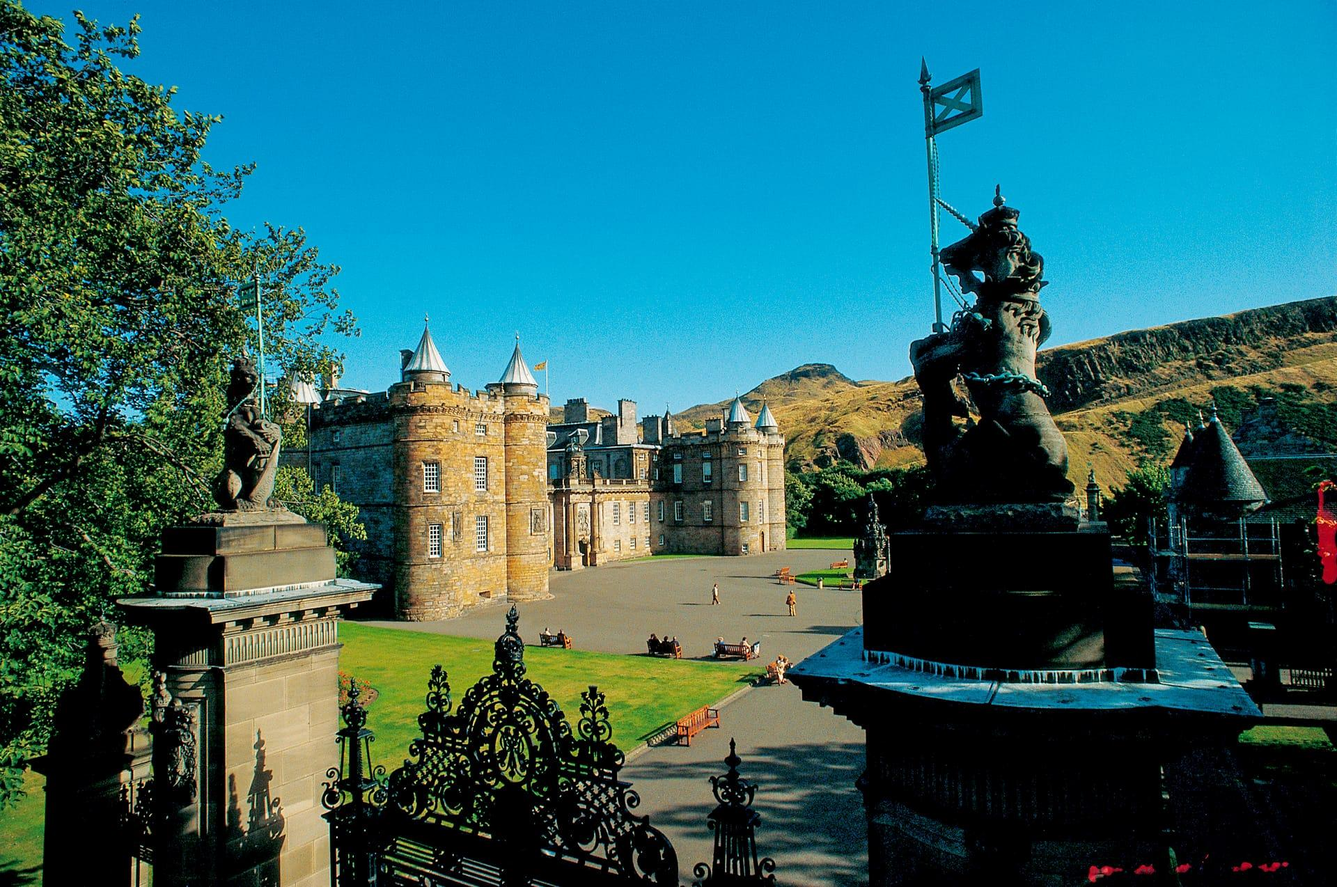 Outlander - Filming Locations in Scotland Map | VisitScotland
