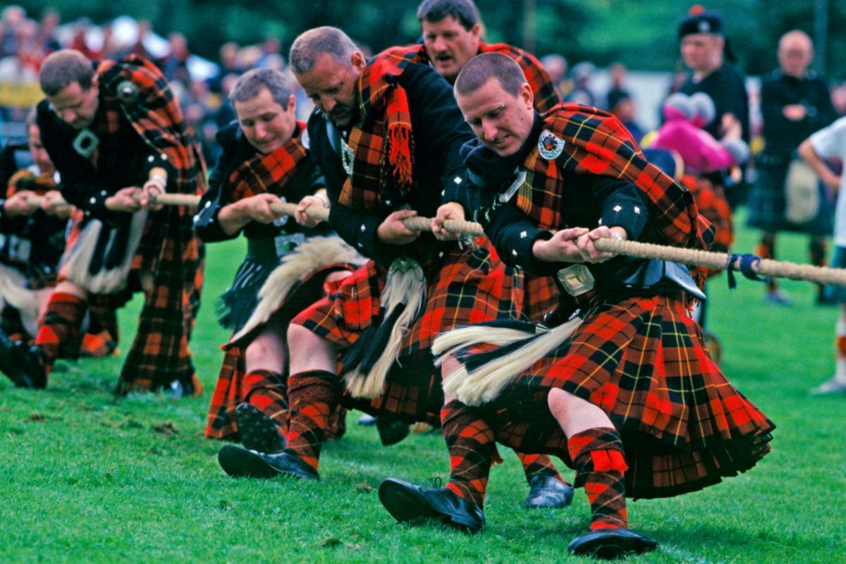 Wallace clan tug o' war Lonach HG