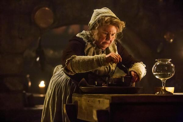 Mrs. Fitz (Annette Badlands) pottering in the kitchen © Sony Pictures Television 2014