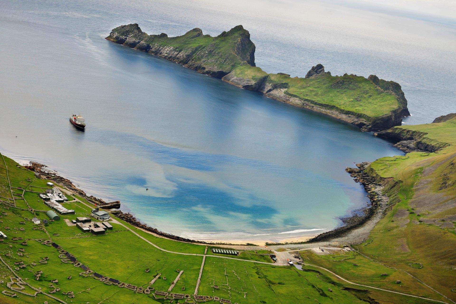 the imagery of the island of lewis in scotland The outer hebrides or western isles are located off the west coast of scotland  lewis is part of the largest island and is separated from harris.