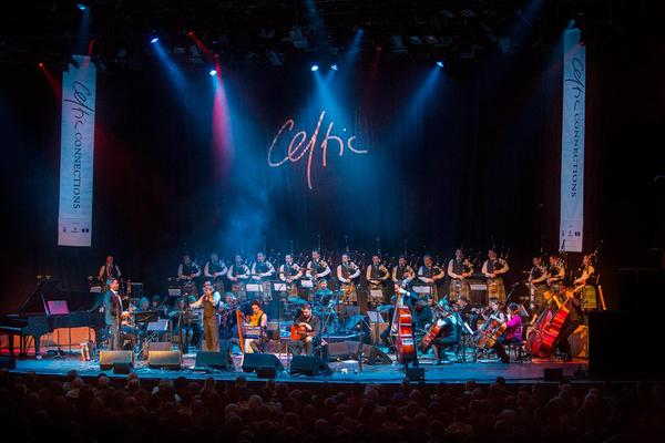 Artistas en el escenario del Royal Concert Hall de Glasgow durante el festival Celtic Connections.