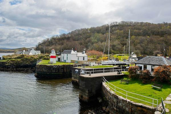 Seaview Cottage, a holiday cottage on the Crinan Canal, Argyll