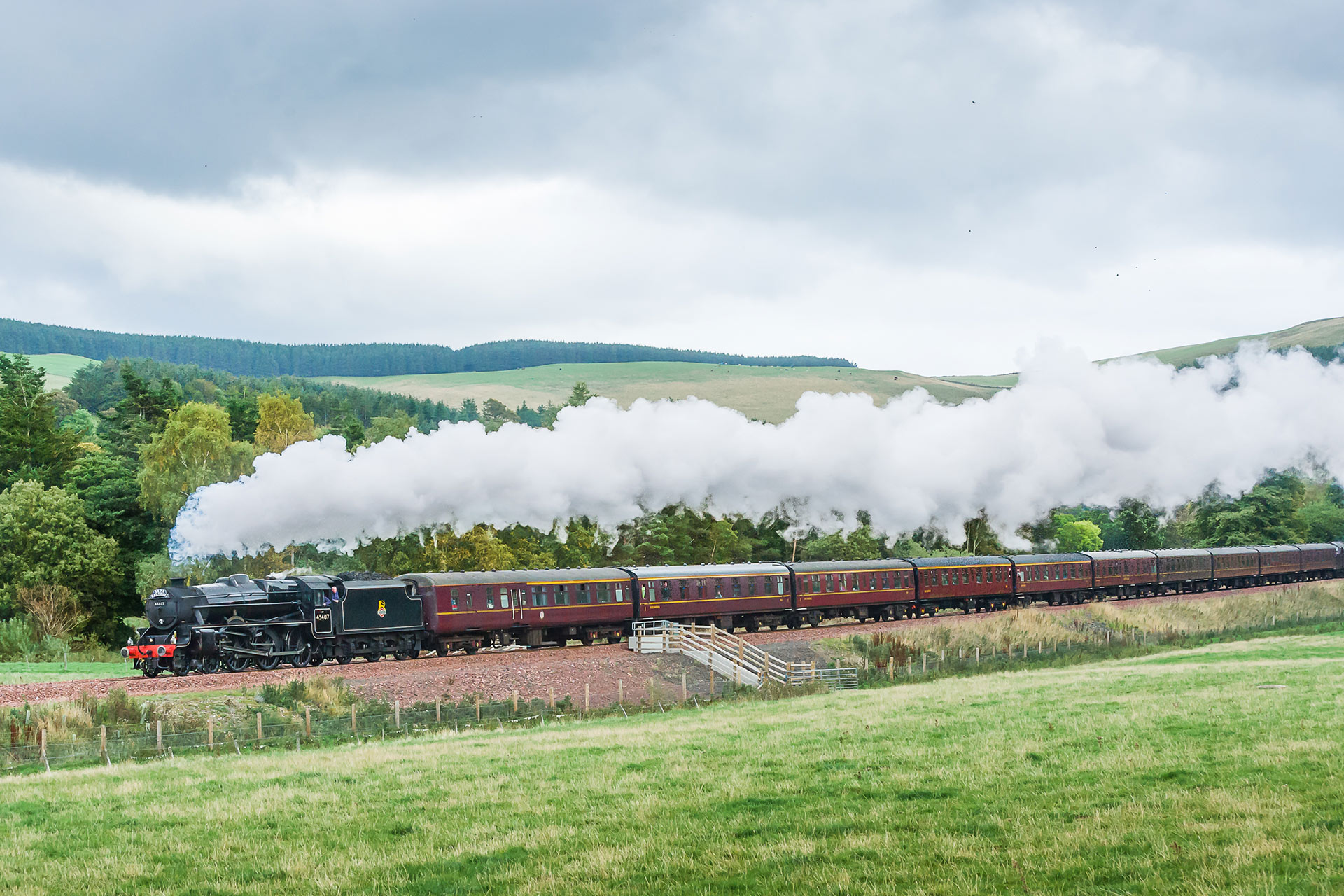 A steam train puffs throught the lush countryide. Image © Keith Sanders
