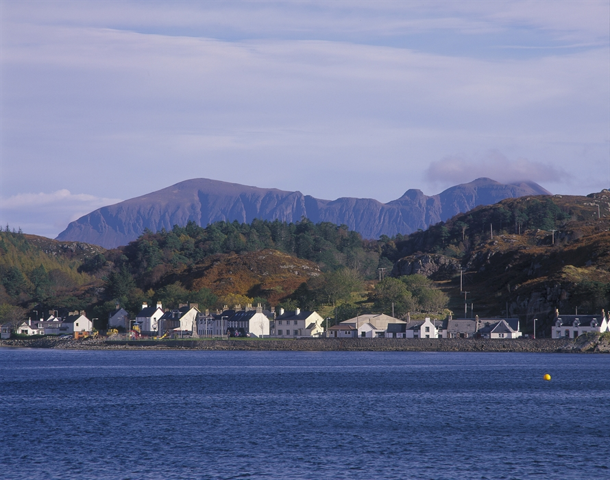 Visitscotland Paul Tomkins All Rights Reserved Looking Across Loch Inver To Cottages At The Fishing Port And Resort Of Lochinver With Peak Quinag