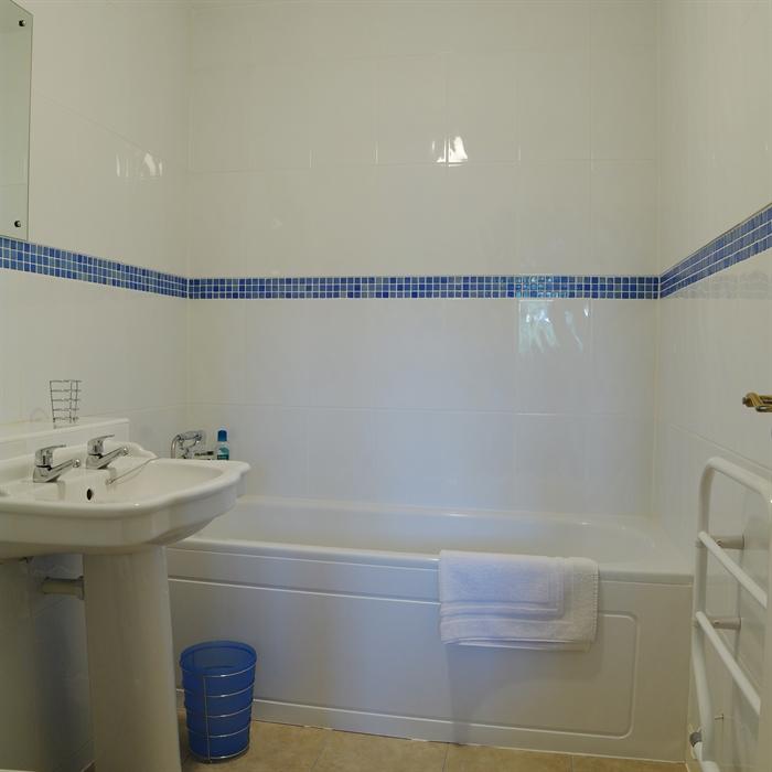 bathroom accessories perth scotland. perth - blackfriars mews apartment private garden bathroom accessories scotland