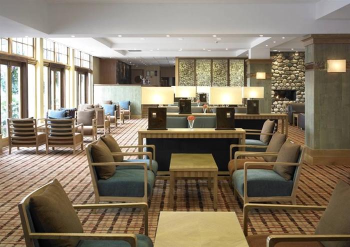 Hilton coylumbridge hotel visitscotland for Foyer accommodation