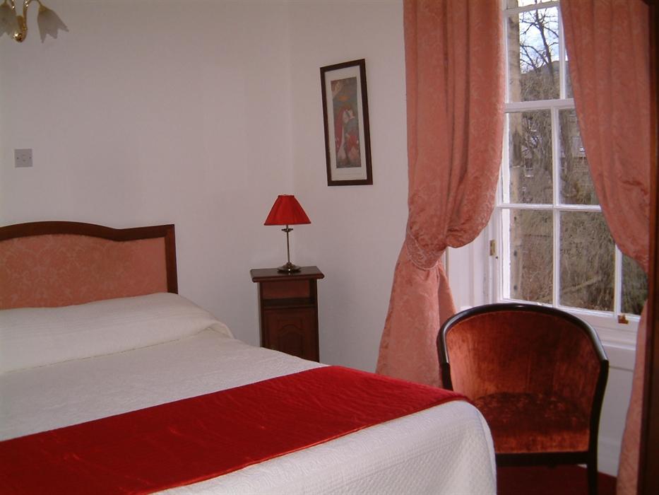 Terrace hotel edinburgh guesthouse visitscotland for 37 royal terrace edinburgh eh7 5ah