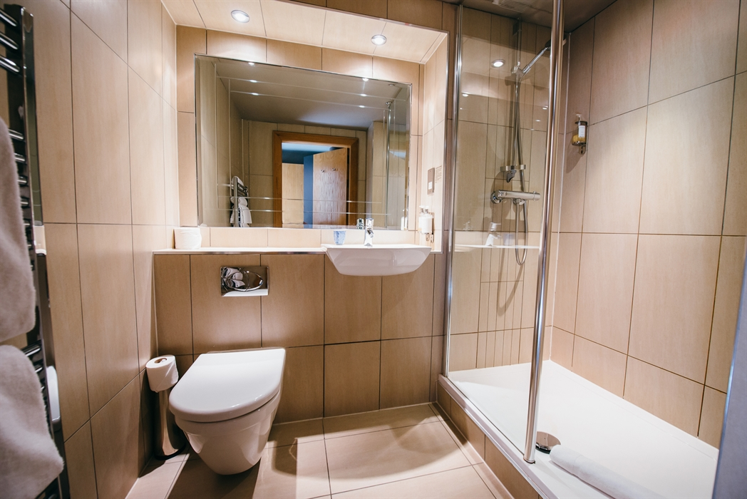 House comfort room design murrayfield hotel and house for Comport room design
