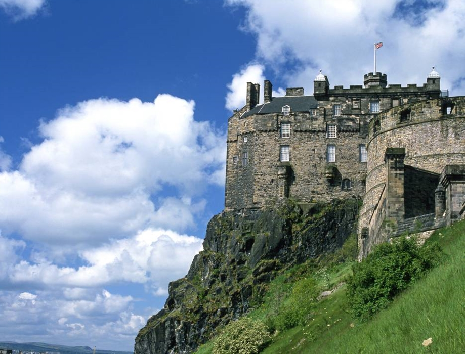 Edinburgh castle visitscotland for Travel to edinburgh scotland