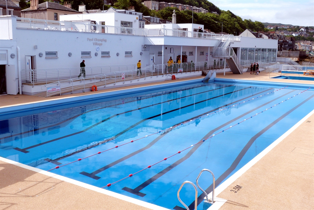 Gourock outdoor pool gourock swimming pools visitscotland - Dundee swimming pool opening times ...