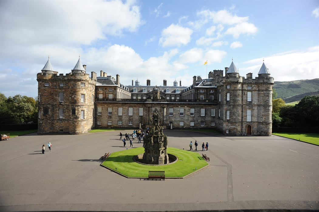 Palace of holyroodhouse visitscotland for Home edinburgh