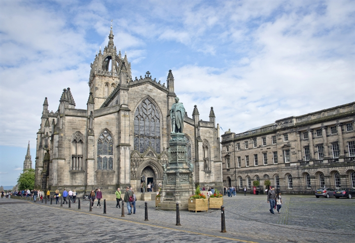 edinburgh visitor guide accommodation things to do more