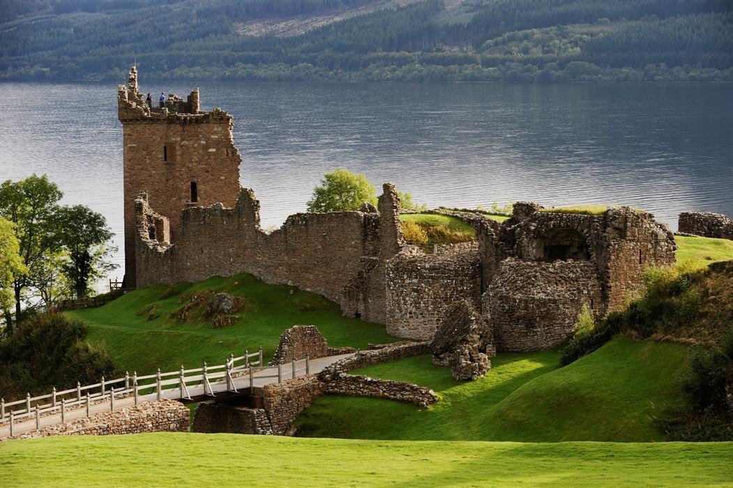 Afbeeldingsresultaat voor urquhart castle