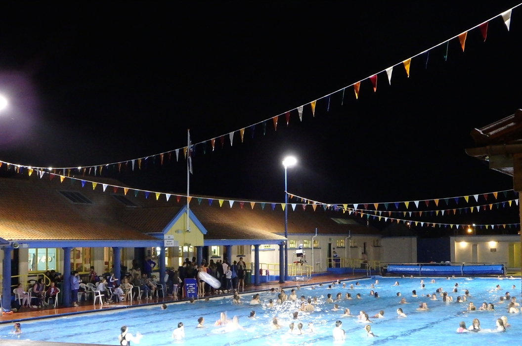 Stonehaven heated open air swimming pool stonehaven - Dundee swimming pool opening times ...